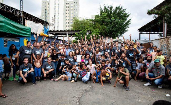 Group shot of Cataki at a PimpMyCarroças program.